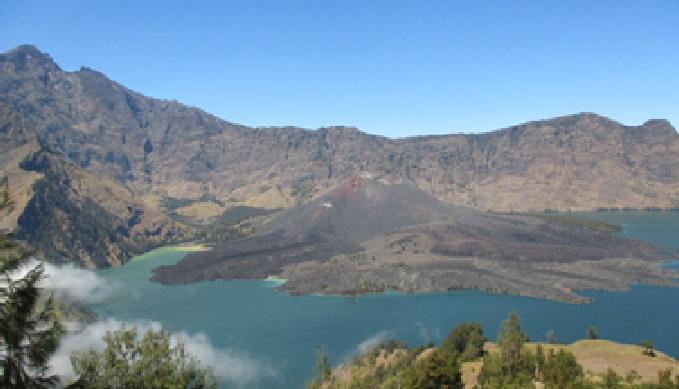 puncak tertinggi di dunia, mendaki gunung rinjani, tinggi gunung rinjani, nama gunung di Indonesia, gunung tertinggi di Indonesia, anak gunung rinjani, anak gunung