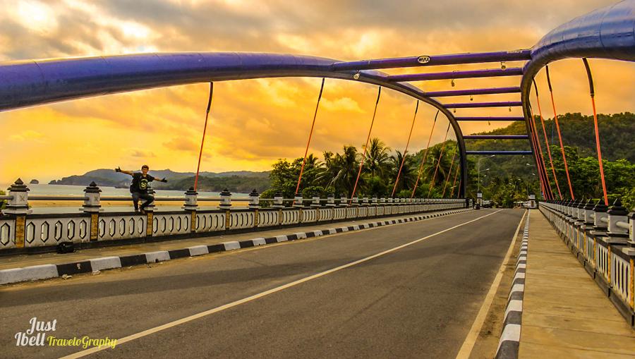 Jembatan Soge di Pantai Soge Pacitan