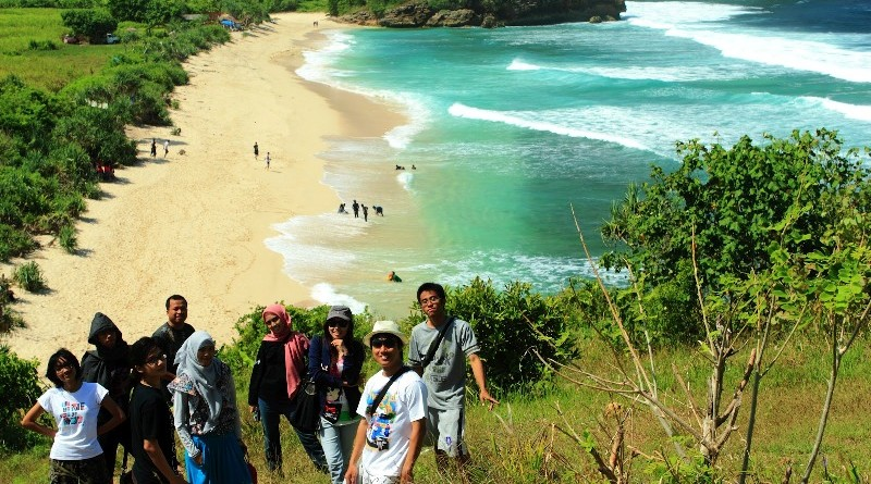 Keindahan Pantai Gondo Mayit di Blitar