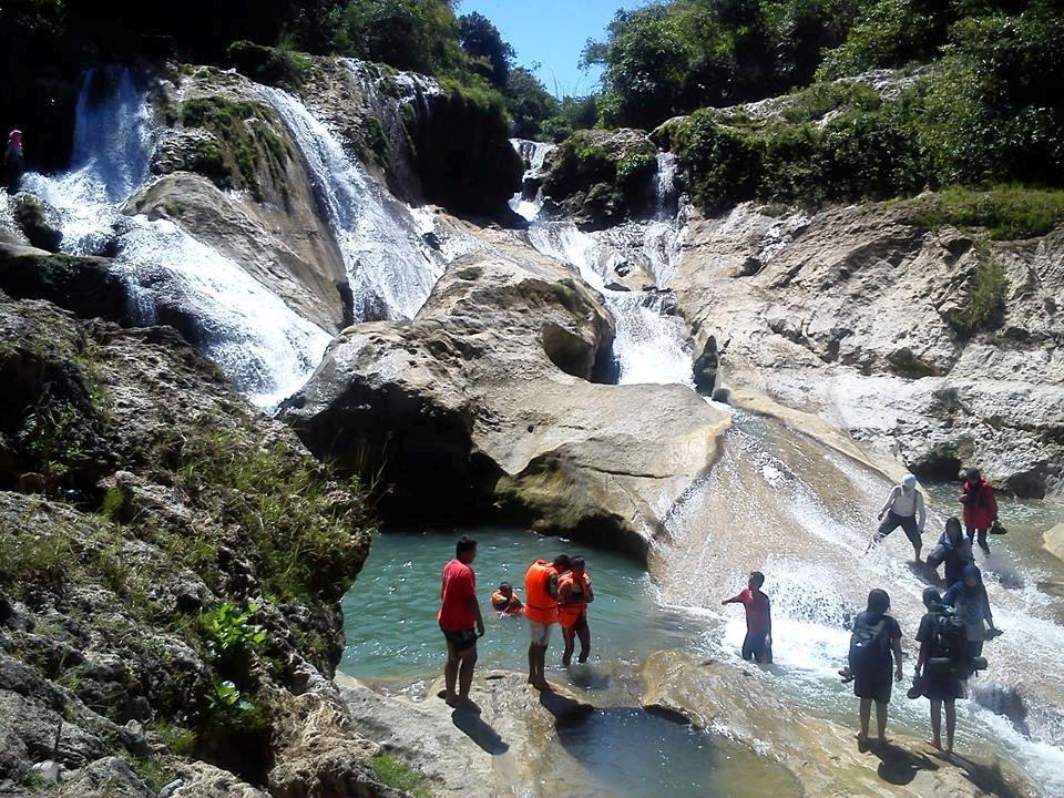 Para pengunjung yang meramaikan Air Terjun Tirto Galuh Blitar