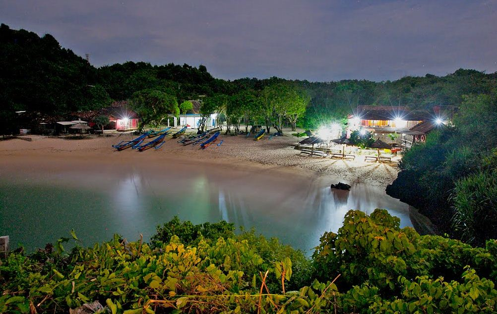 Pemandangan di Pantai Drini Wonosari via Indonesiawow