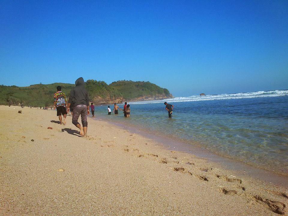 Suasana di Pantai Gondo Mayit
