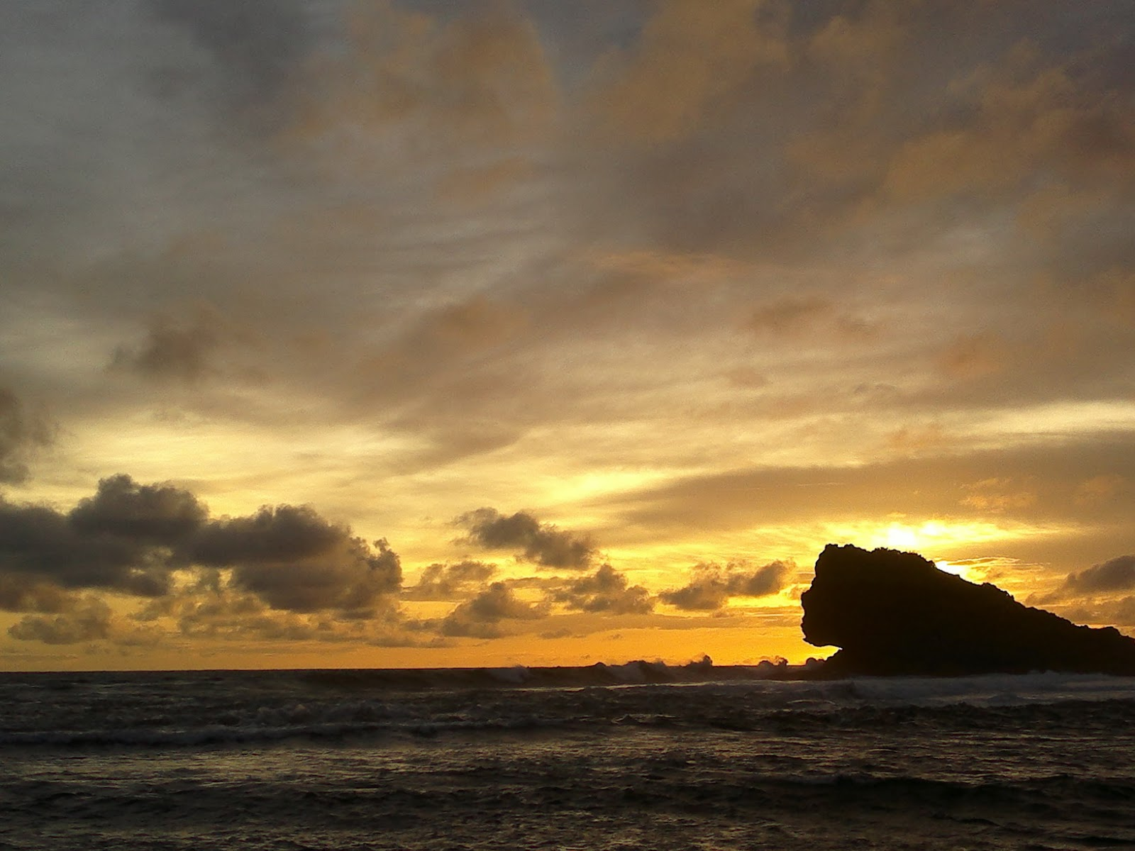 Sunset di Pantai Watu Karung Pacitan