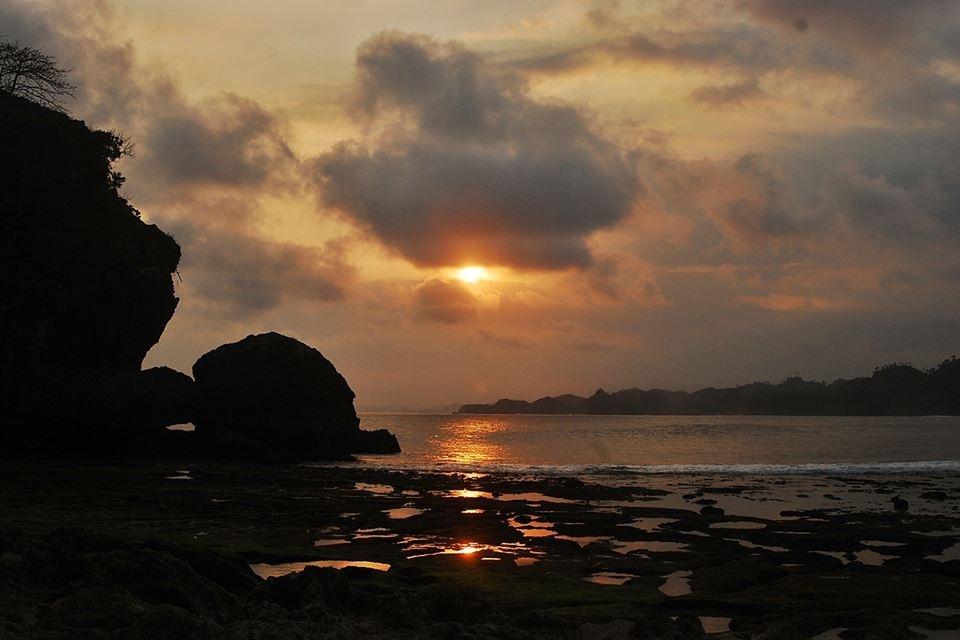 Pantai Batu Bekung Malang