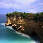 Pantai Karang Bolong Pacitan, Pantai Unik dengan Karang Berlubang