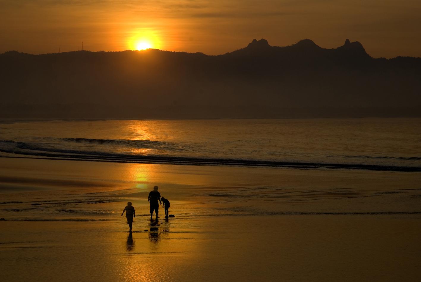 Pantai Teleng Ria Pacitan