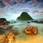 Pantai Pulau Merah, Destinasi Wisata Wajib Nih di Banyuwangi!