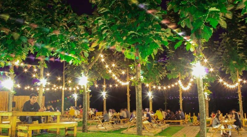 Kafe Bukit Delight Malang Tempat Nongkrong Dengan Suasana Romantis Malam Hari Reresepan