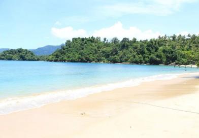 Pantai Pasir Putih Karanggongso, Pantai dengan Pasir Seputih Salju di Trenggalek