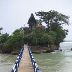 Pantai Balekambang Malang, Pantai Indah dengan Pesona 3 Pulau Kecil yang Cantik