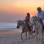 Asyiknya Atraksi Menunggang Kuda di Pantai Saba Gianyar