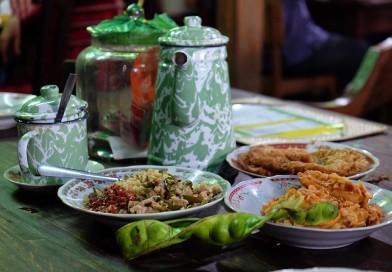 Warung Kopi Klotok Pakem, Tempat Nongkrong Asyik dengan Hidangan Ndeso di Yogyakarta