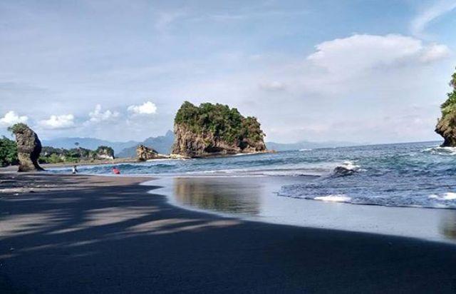 Pantai Licin Malang