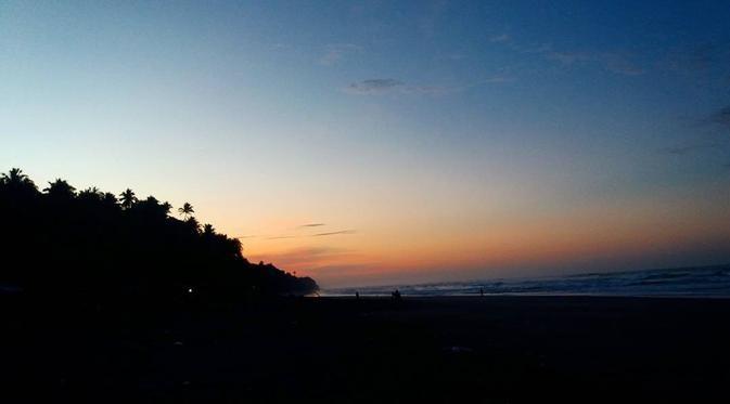 Pantai Sereg Sindangbarang Cianjur Selatan, Bukti Pesona Pantai Cianjur