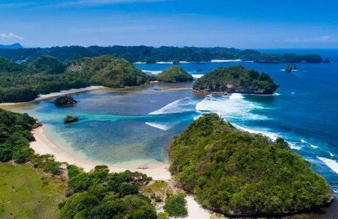Pantai Teluk Asmoro Malang