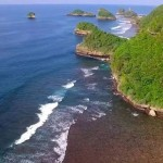 Pantai Teluk Asmoro Malang, Pantai Perawan dengan Kecantikan Tak Kalah dengan Raja Ampat