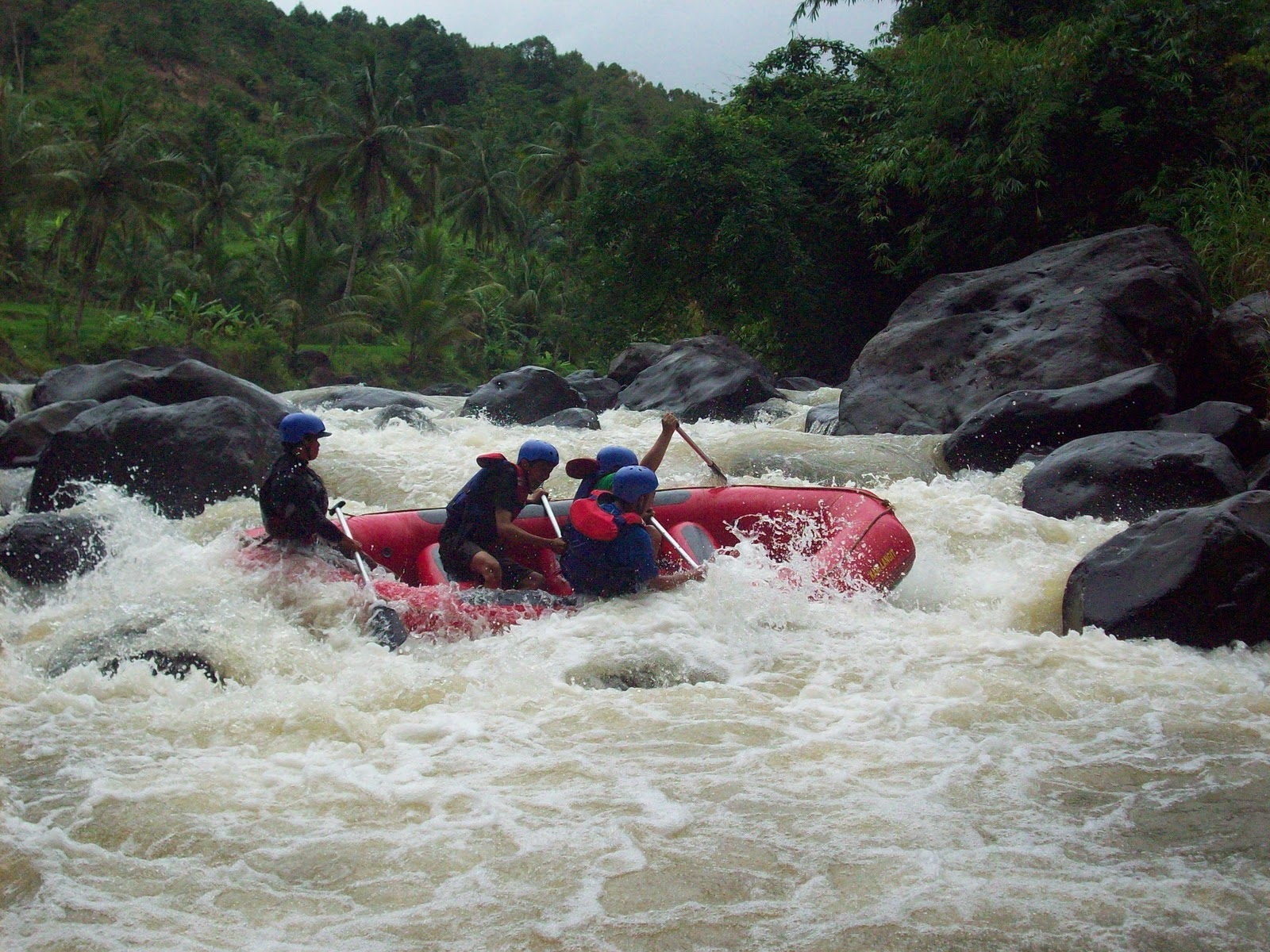 daya tarik Wisata Arung Jeram Sungai Cikundul