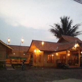 fasilitas rumah makan saung de faqih
