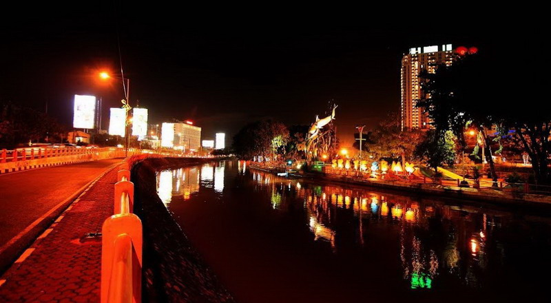 Wisata Baru Di Surabaya Menyusuri Kalimas Yang Berhias Lampion Di