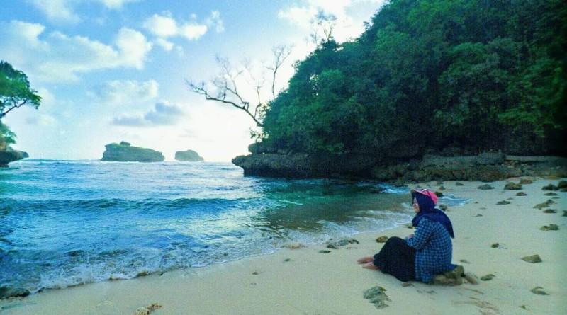 Pantai Ngliyep Malang Selatan