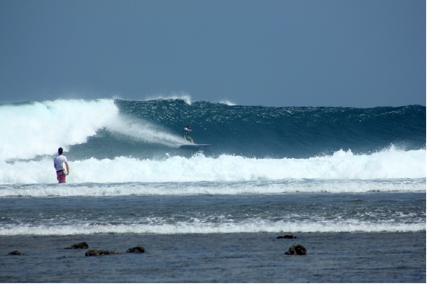 Pantai Ombak Tujuh, Surganya Bagi Peselancar 1