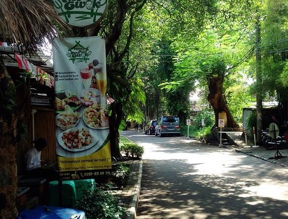 Saung Pak Ewok Bogor, Sop Buahnya Memang Paling Enak