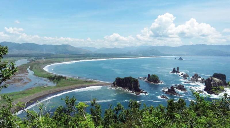 Pantai Teluk Cinta Jember